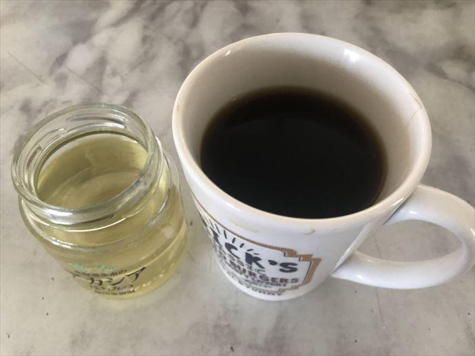 MTCオイルコーヒーにアカシアの蜂蜜を入れてみた