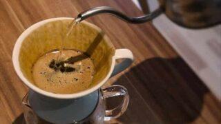 コーヒーフィルターを紅茶に代用して作る「鴛鴦茶(えんおうちゃ)」